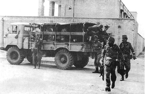 Un grupo de especial fuerzas combatientes, después de la ciudad de Khorramshahr, 1980