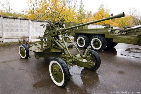 37mm_anti-aircraft_cannon_61-K_(1939)_in_Perm