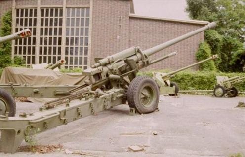 M-46_M1954_130mm_towed_field_artillery_gun_Russia_