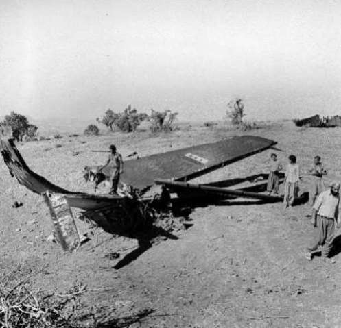 raqi warplane (maybe TU-16) downed by IRIAF PHANTOMS in Islam state (western Iran) 21sep1980