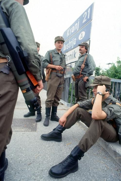 soldados eslovenos - guerra de los diez dias 1991