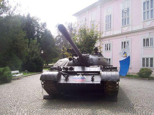 Tank_in_Tivoli_Park,_Ljubljana