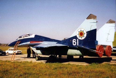 800px-Moldovan_MiG-29B_trainer