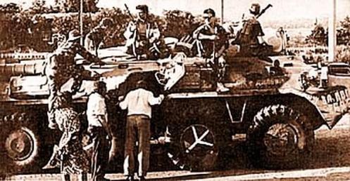 Inspección del trofeo moldavo BTR-80