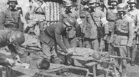 Chinese_armed_force_rescues_the_wounded_in_WWII