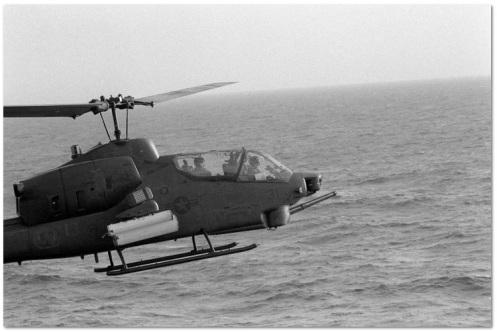 AH-1 despegando del USS Guam (LPH 9).jpg2