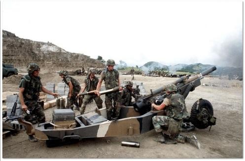 invasión de Granada 1983-obús M102-105mm.jpg2