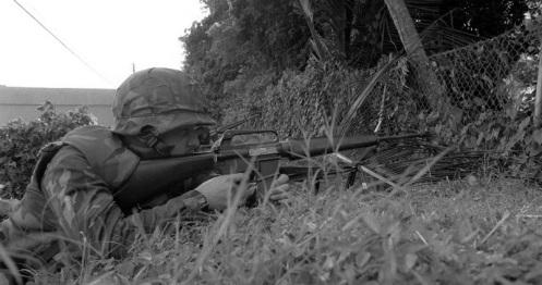 invasión de Granada 1983k.jpg M16 MARINE