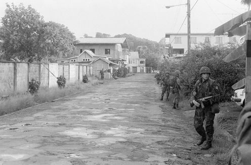 US_Marines_at_Grenville_town_Grenada_1983