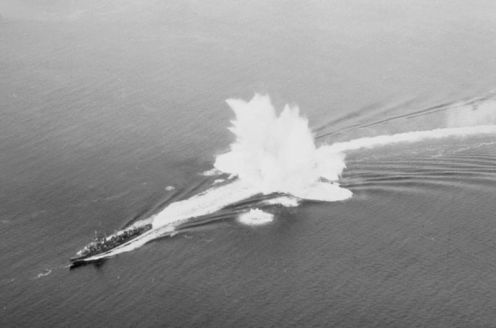 800px-Destroyer_drops_depth_charge_off_NY_1942