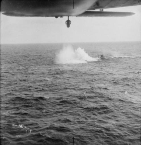 Carga sde profundidad hunden al sub U-705 (2)