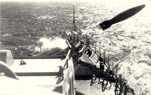 disparo bofors 6 bocas antisubmarino