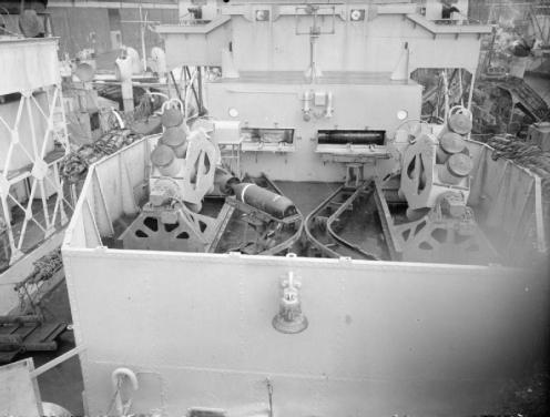 HMS_Loch_Fada lanzadores calamar