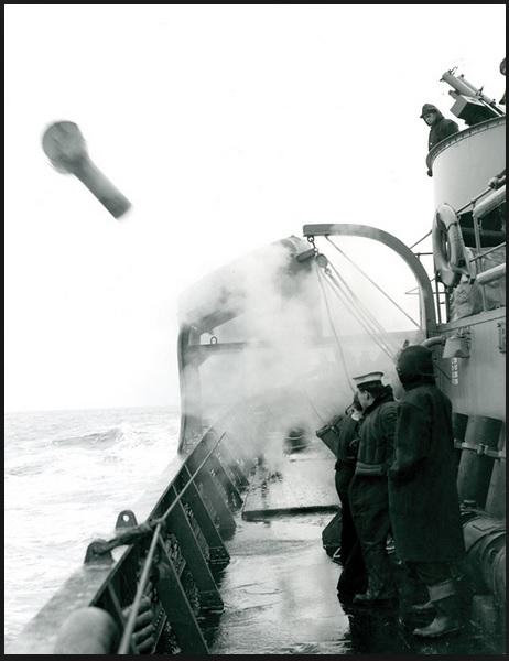 proyector de carga de profundidad-HMCS Pictou.