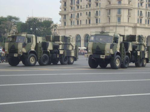 1200px-Azeri_Lynx_Grad,_parad_in_Baku,_2013(1)