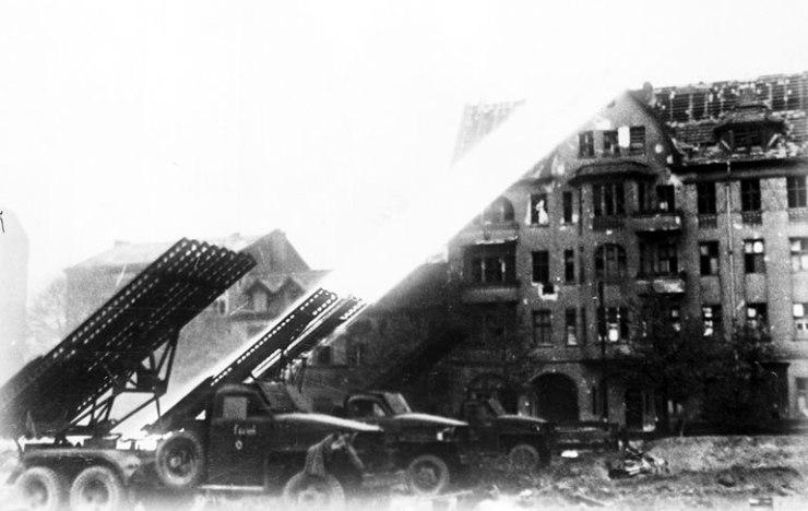 Russian_artillery_fire_in_Berlin